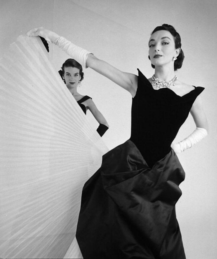 Ultimos 12 días de le exhibición Charles James: Beyond Fashion http://www.vogue.mx/articulos/charles-james-beyond-fashion/3533