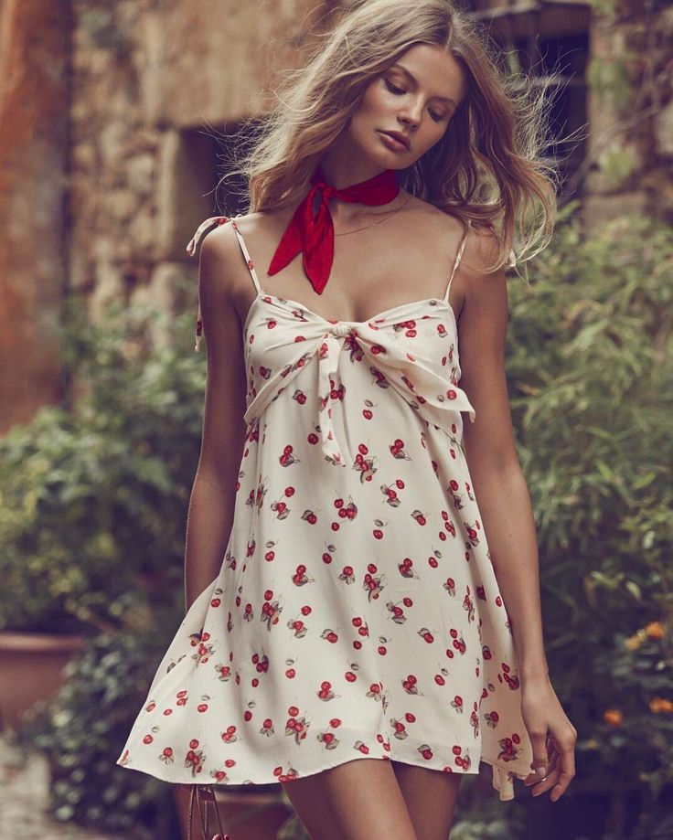 21.2 тыс. отметок «Нравится», 87 комментариев — For Love & Lemons (@forloveandlemons) в Instagram: «Knot your average tank dress 🎀 The Cherry Tank Dress & Chili Dot Silk Handkerchief - shop with link…»