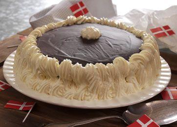 En dejlig klassisk lagkage med blød nougat