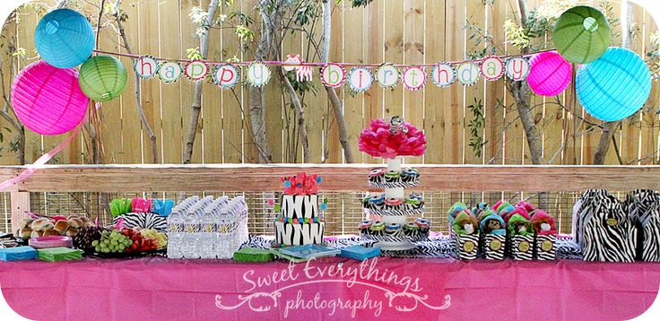 Yummy dessert table for a safari birthday party! Sweet Everythings Photography {Blog}: Wild Party at the Zoo!