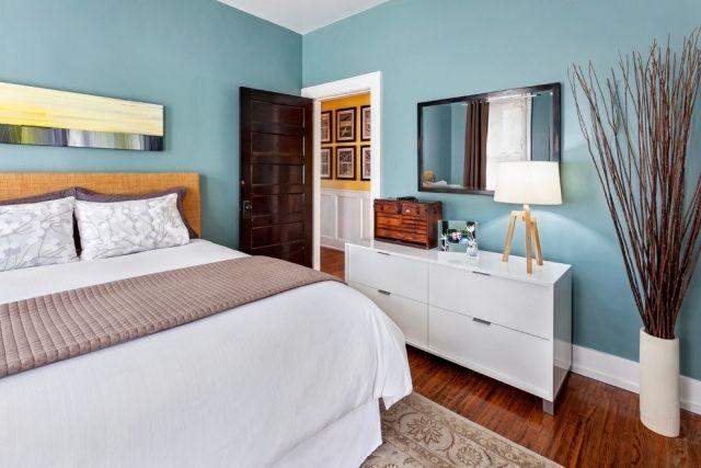 idée de peinture en couleur bleue  pour la chambre à coucher