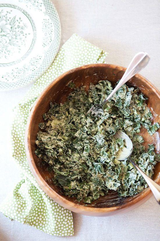 ensalada de col rizada con aguacate y aderezo caesar 1