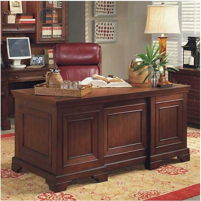 7 Elegant Executive Desks For A Traditional Office