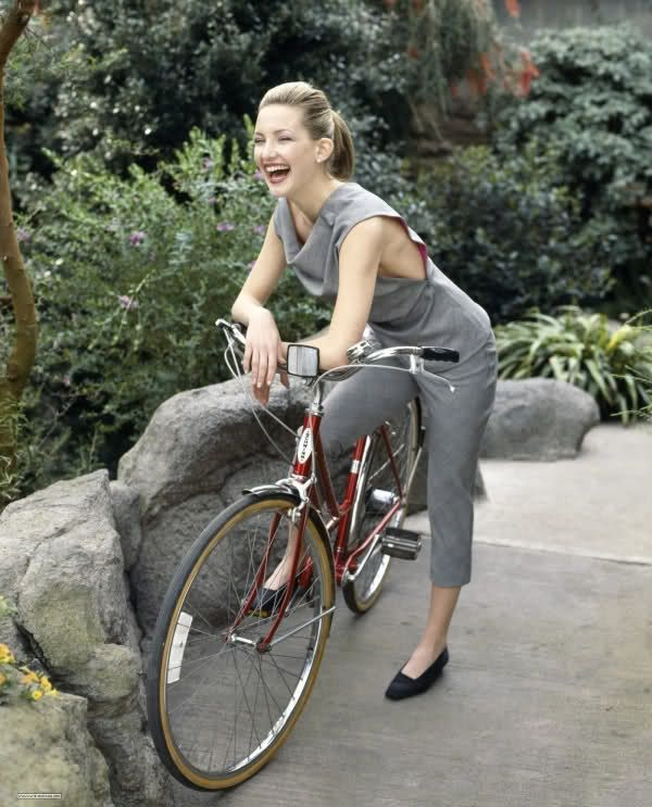 Kate Hudson - Looking Adorable on a Vintage Schwinn Bicycle
