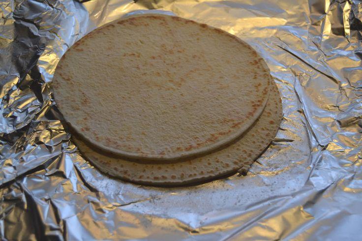 Hjemmelaget glutenfrie tacolefser, eller tortilla om du vil.   Kjempegode å fryse, de er faktisk enda lettere å rulle når de blir opptin...