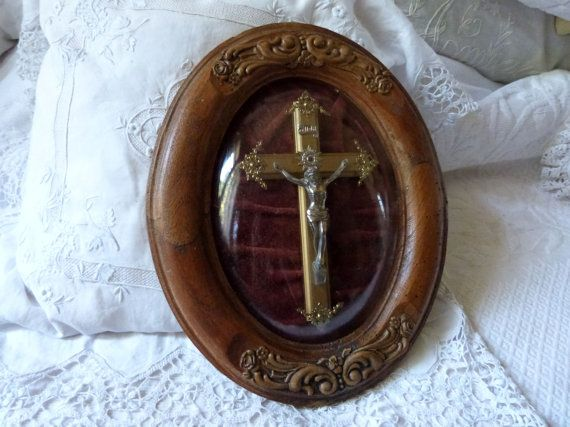 Antique French religious frame 1900s reliquary relic frame shrine w corpus christi Jesus Christ cross crucifix in wooden frame w glass dome... Available 4U #jesuschrist #corpuschristi #christjesus
