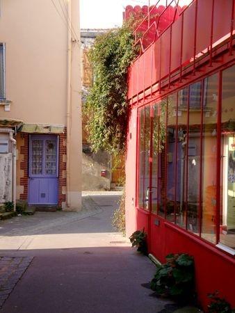 France. Une ruelle de Trentemoult, Ancien village de pêcheurs à la civelle, rive sud de la Loire, à la sortie du port de Nantes sur la commune de  Rezé