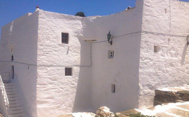 Η μονή Ταξιαρχών, το σημαντικότερο εκκλησιαστικό μνημείο της Σερίφου http://diakopes.in.gr/trip-ideas/article/?aid=209233 #serifos #island #greece #aegean