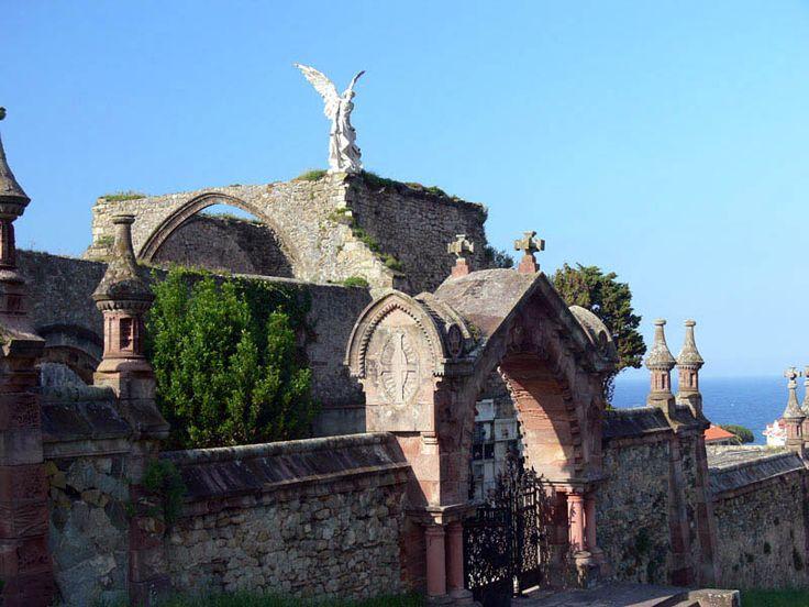 CEMENTERIO DE COMILLAS: ruta de cementerios españoles con encanto