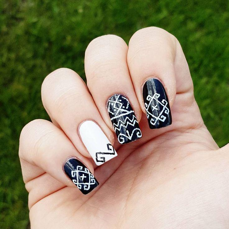 """Páči sa mi to: 24, komentáre: 2 – Domi Králiková (@domi_nailart) na Instagrame: """"Čičmany pattern💅 🇸🇰 #cicmany #nailpainting #nailart #nailporn #blackandwhite #ornamental #slovakia…"""""""