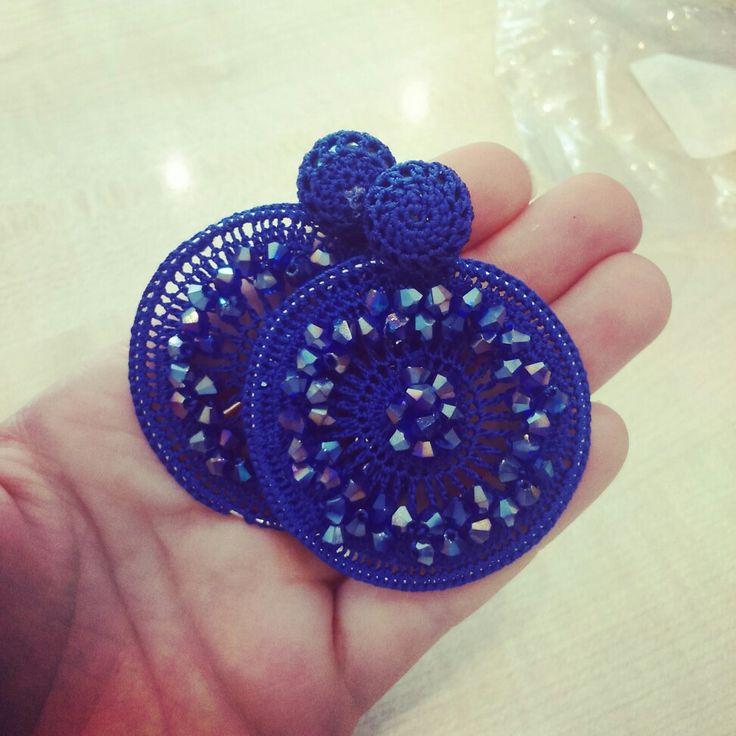 Orecchini uncinetto con pietre colore blu Cina, in preparazione a questo autunno
