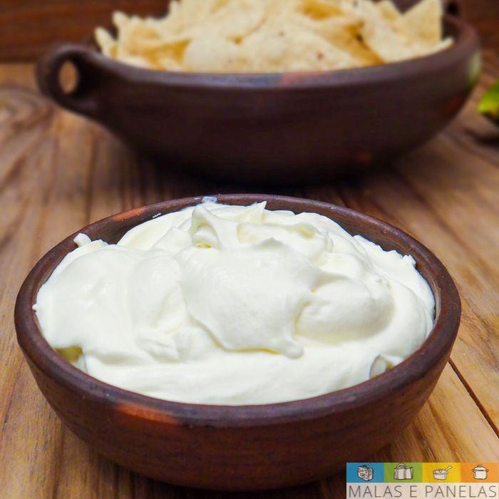 Para quem não conhece, oSour Creamé um creme azedo bastante utilizado na culinária americana, principalmente na culinária Tex-Mex, que mistura sabores do Texas e México. Aqui em casa nós somos vi…