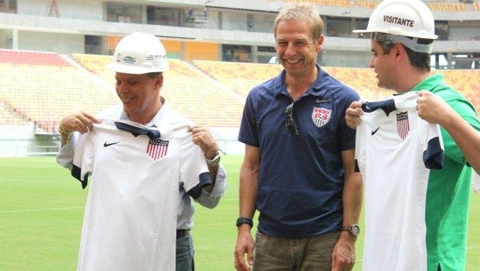 Klinsmann visita Arena da Amazônia (Foto: Isabella Pina)