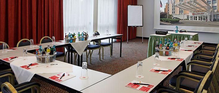 Eines der Konferenz- & Seminarräume / One of the conference and seminar rooms | H+ Hotel Leipzig-Halle