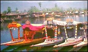 For the newly married couples, houseboats honeymoon in Kerala provides an outstanding romantic experience amidst the picturesque sights which pass by. One can also watch the beauty of the Kerala villages rich with green paddy fields and coconut trees while having houseboats honeymoon in the city. Another important houseboats holiday destination is Kashmir, where one can have honeymoon in the Dal Lake at Srinagar and on River Jhelum.