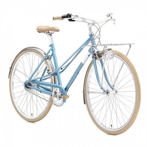 Creme Caferacer i en elegant by sykkel. Inspirert av de klassiske syklene på 60 tallet. Den er slank, stilren og retro. Hvit ramme, kremhvitt sete, håndtak og dekk. Skjermer og frontbærer i chrom. Du blir garantert lagt merke til når du sykler stolt rundt med denne.Caferacer er praktisk, moderne og god. 7 interne gir av typen Shimano Nexus. Et robust girsystem som krever lite vedlikehold. Det gir sømløs giring, uten et kjede som hopper av :-). Alt av giring skjer i akslingen på bakhj...