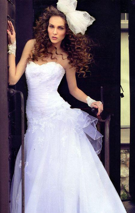 Λευκό νυφικό με τούλινη φούστα