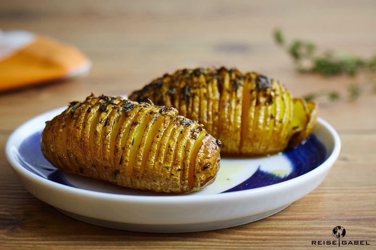 Die knusprigen Hasselback-Kartoffeln passen gut zu gegrilltem oder anderen Fleischgerichten. Mit dem Rezept für die leckeren Kasselback-Kartoffeln habe...