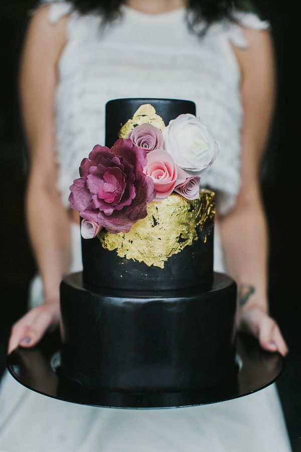 Black Wedding Cake with Gold Leaf | Milou and Olin Photography | Dark Romance Wedding