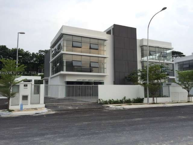 3 sty semi-d factory, Bandar Sungai Long - This NEW 3 sty semi-d factory unit is good for rent or own occupied because it is located at amenities area. : Bank , Restaurant and etc .. it also for rent on RM 17k monthly . build up is 7,692sf , total land-150×70 , ground floor-72×45 , 1 st floor-39.6×45 , 2 ndfloor-39.6×45 . Please Contact Below Detail>> Regards MJ Too H/P : 011-25861749 Email : mj.dfrealty@gmail.com Real Estate Negotiator Residential