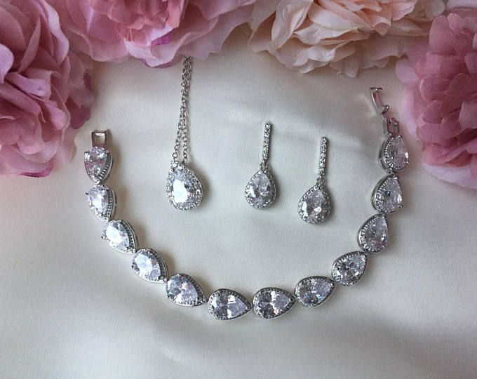 Bridal jewellery, bridal accessories, wedding accessories, jewellery set, bridal jewelery set, bridesmaid gift
