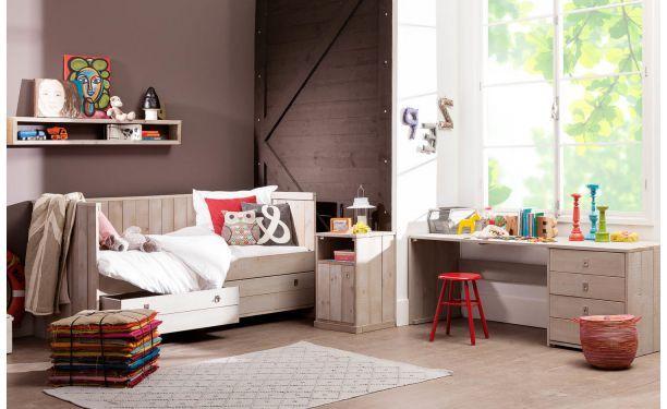 Goossen ledikant Kajuit: stoere uitstraling van steigerhout, speelgoed makkelijk opbergen in praktische lades onder het bed.
