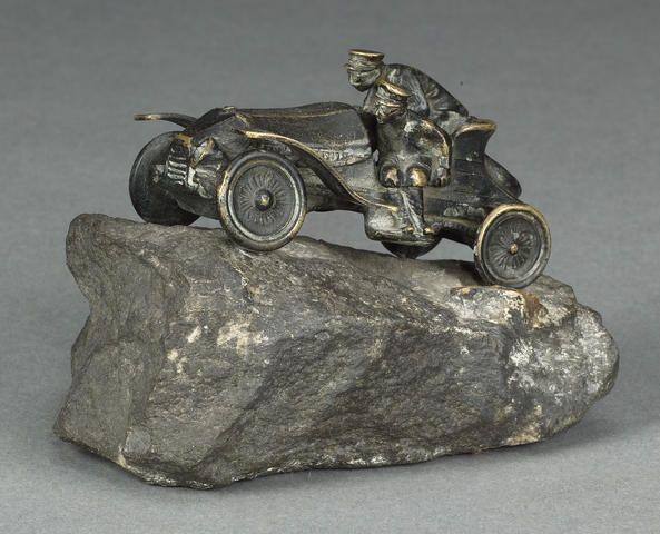 les 182 meilleures images du tableau old car sculpture bronze sur pinterest pi ces de voiture. Black Bedroom Furniture Sets. Home Design Ideas