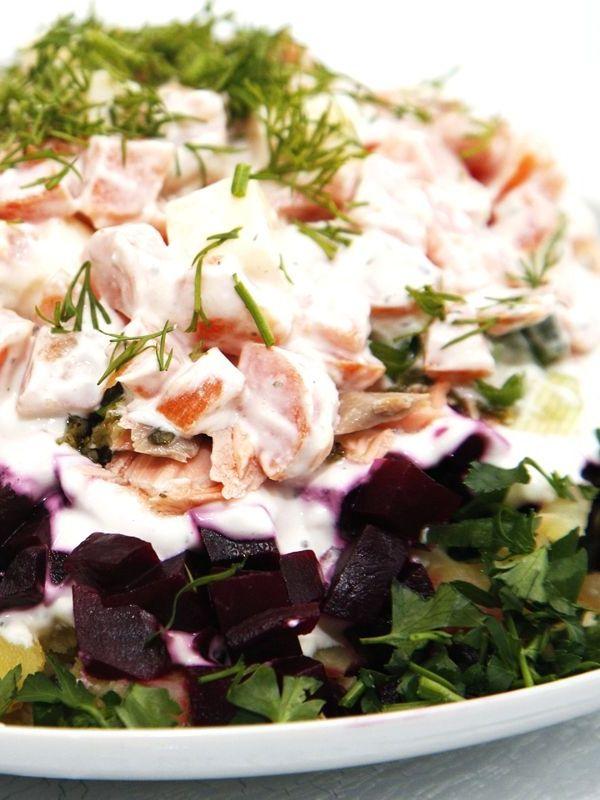 Wintersalat mit rote Beete Salat aus Lachs, Karotten und Kartoffel - Deutsche Rezepte