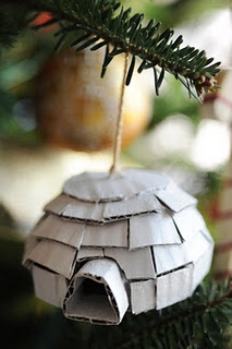 Tutorial on how to make an igloo ornament from recycled cardboard.  via craftgawker
