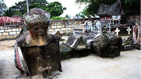 Kampung Tomok : Wisata sambil menambah ilmu sejarah di medan.