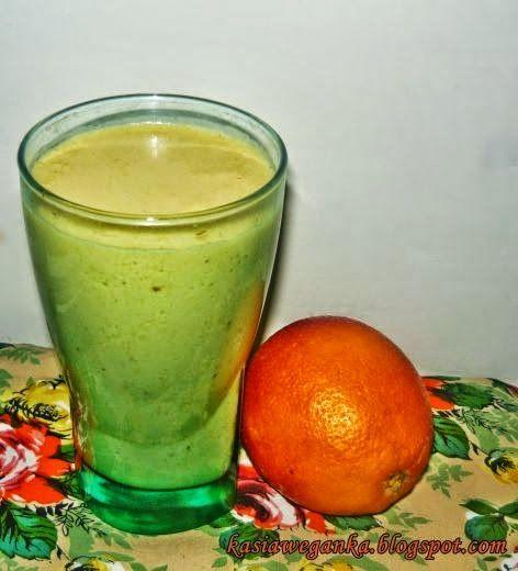 Zielone koktajle: pomarańcza + sezam + olej kokosowy + cynamon + mleko roślinne
