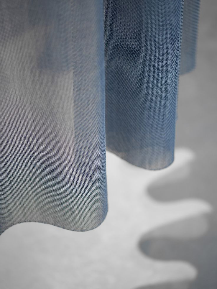 The edge of the delicate BONUS curtain