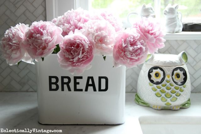 Love this gorgeous pink peony arrangement in a bread box! Check out her great tips for growing peonies eclecticallyvintage.com