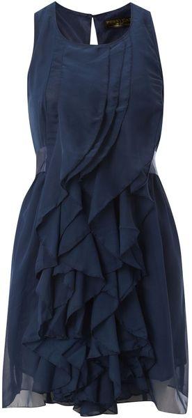 vestido azul con olanes