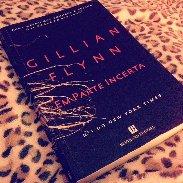 WEBSTA @ sofil88 - Quase quase acabar... Ansiosa pra saber o fim e depois ver o filme 🤓📖•#gonegirl #gillianflynn #emparteincerta #read #ilovebooks #iloveread #saturdaynight #night #goodnight #boanoite #saturday #books #reading #geekygirl #imnerdyandiknowit #likeforlike #like4like #sabado #sabadoanoite #instabooks