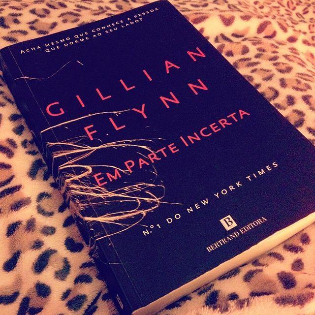 WEBSTA @ sofil88 - Quase quase acabar... Ansiosa pra saber o fim e depois ver o filme 🤓📖•#gonegirl #gillianflynn #emparteincerta #read #ilovebooks #iloveread #saturdaynight #night #goodnight #boanoite #saturday #books #reading #geekygirl #imnerdyandiknowit #likeforlike #like4like #sabado #sabadoanoite #instabooks