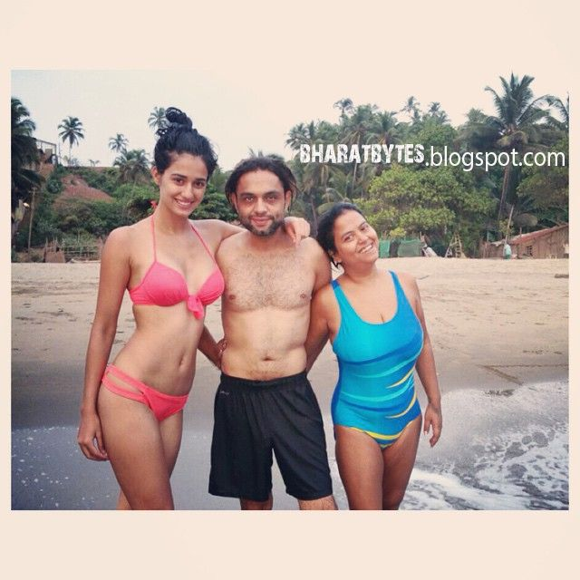 Disha patani who is currently dating Tiger shroff, has caught on the trend of bollywood babes sharing their hot bikini pictures on instagra...
