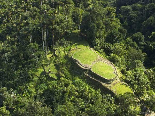 En la Sierra Nevada de Santa Marta, Colombia, se encuentra la Ciudad Perdida o…