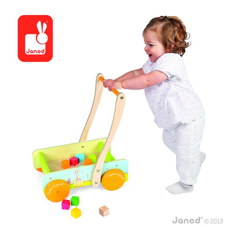 Krásne drevené chodítko s kockami s africkým motívom safari poskytuje výbornú oporu pre detičky od 1 roka, ktoré sa ešte len učia chodiť. Je však vhodné až pre deti do 4 rokoch, s chodítkom sa môžu hrať, nakladať a vykladať z neho veci. http://goo.gl/BsrfpC