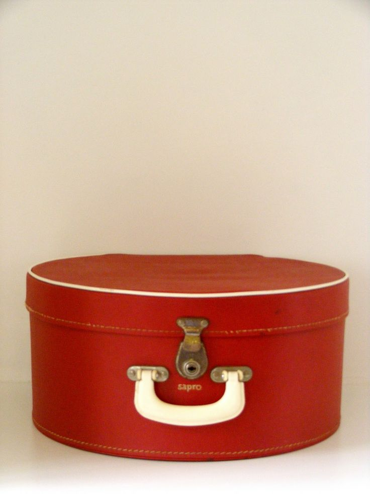 Retro hat box. Wish I had one now.
