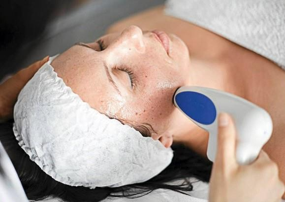 Lifting bez skalpela? Zabiegi Accent XL pozwalają na niechirurgiczne zwiększenie napięcia skóry i uzyskanie efektu liftingu.