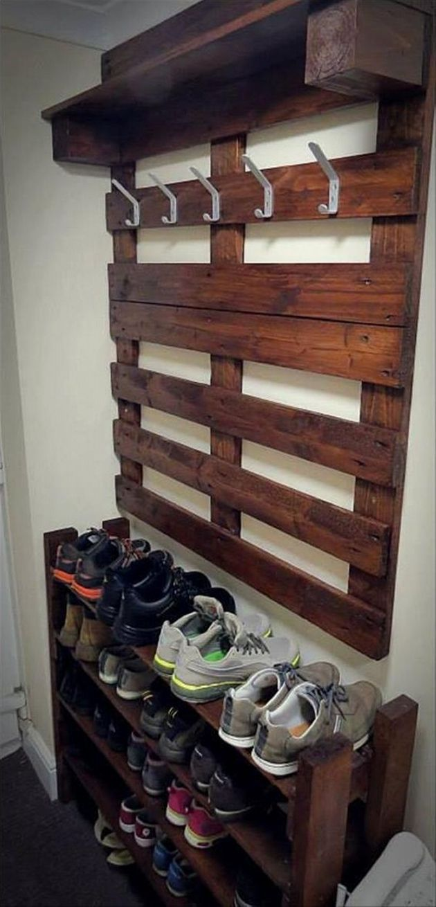 This sort of pallet shoes and coat hanger stand is really very useful and casual item of almost every house. This stand has five hooks for hanging coat as well as handbags, umbrellas, and some other stuff. The pallet shoes stand has five racks, which has definitely spacious and you can keep a number of shoes.
