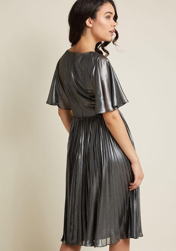 Adrianna Papell Metallic Pleated Dress | ModCloth / #newyearoutfit  #ModClothSquad @modcloth #ad