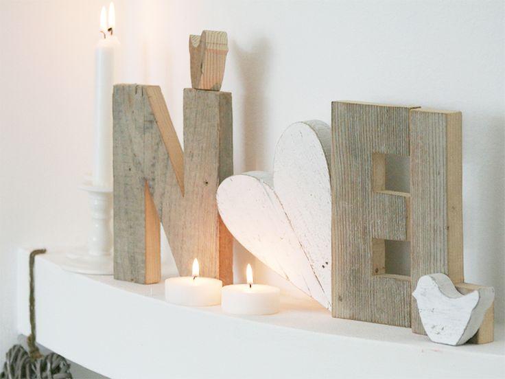 Scritta NOEL in legno di recupero e O a cuore