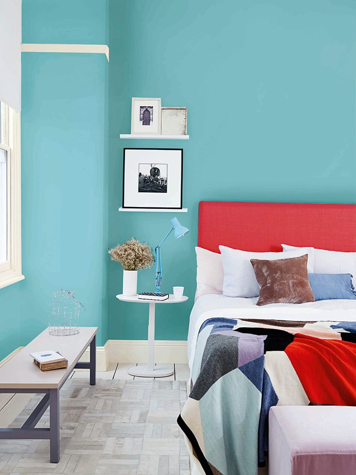 Aqua Blues And Reds Are A Perfect Match Use Hepburn Blue From The Dulux Easycare Range With Fresh Crisp White Interiors Bol
