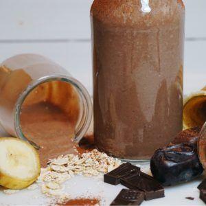 Nyttig varm chokladsmoothie med havre