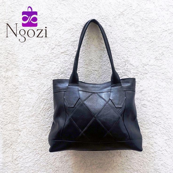 #1001 - Negro • Tamaño: 29cm x 39cm • Características: 1 bolsillo interno, 1 bolsillo externo, único servicio.
