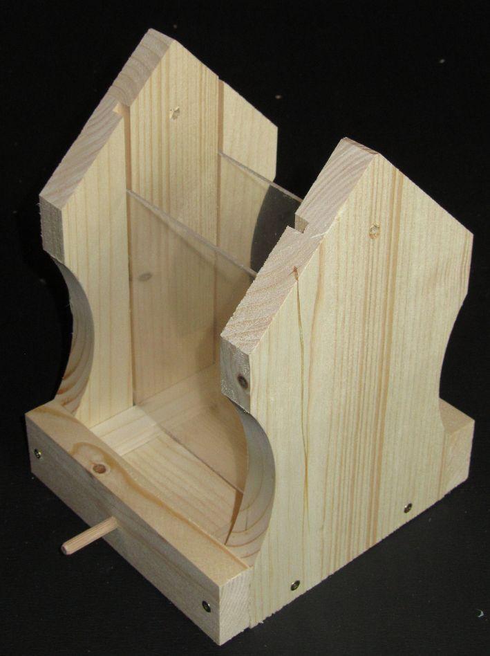 Vogelhaus-Bausatz: Plexiglas-Scheiben einsetzen für das Vogelfutter