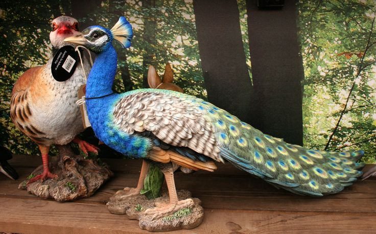 Vivid Arts make beautiful lifelike statues of animals that are suitable for indoor or outdoor displays.