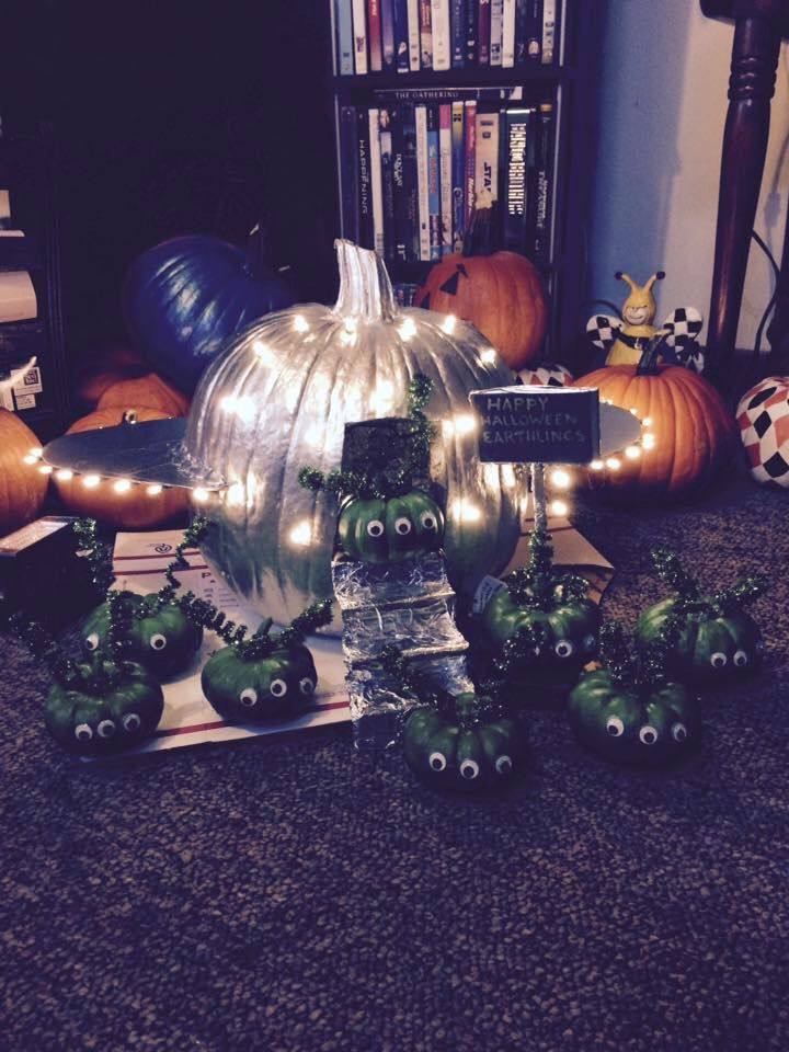 Alien and spaceship themed pumpkin decorating. My won principles choice award and 2nd place overall.
